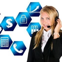 Mitarbeiter eines Call Center mit Headset
