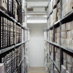 Aktenregale vs. Dokumenten Management System (DMS)